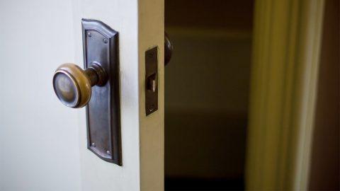 玄関のドアや部屋の中のドアを開けたり閉めたり、鍵を閉めたりする環境音まとめ