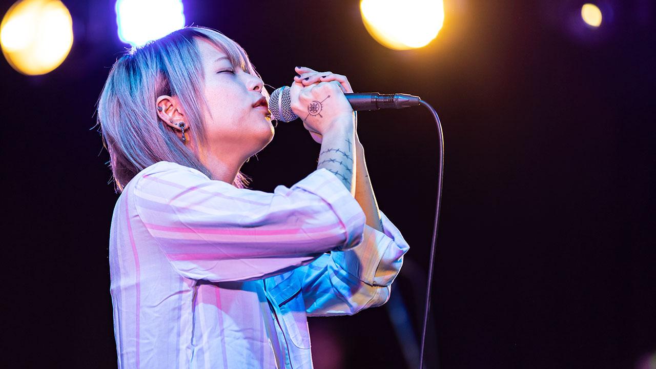 女性シンガー「アサキ」がSabão(シャボン)のライブでオープニングアクトとして出演!圧巻のステージング!